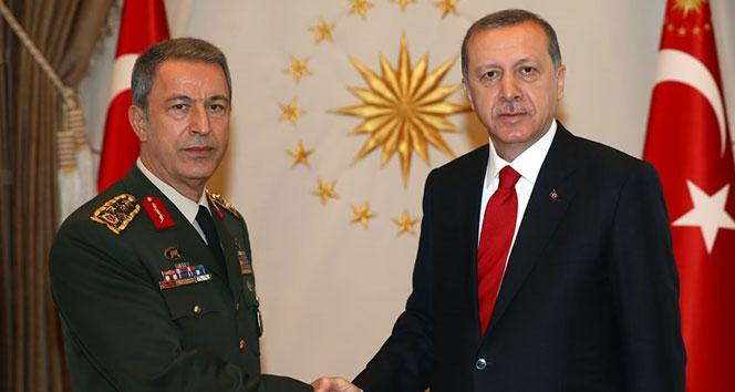 Cumhurbaşkanı Erdoğan, Orgeneral Akar'ı Cumhurbaşkanlığı Külliyesi'nde kabul etti