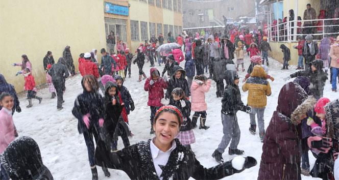 Bayburt'ta okullara kar tatili | Bayburt'ta 16 Ocak okullar tatil mi?