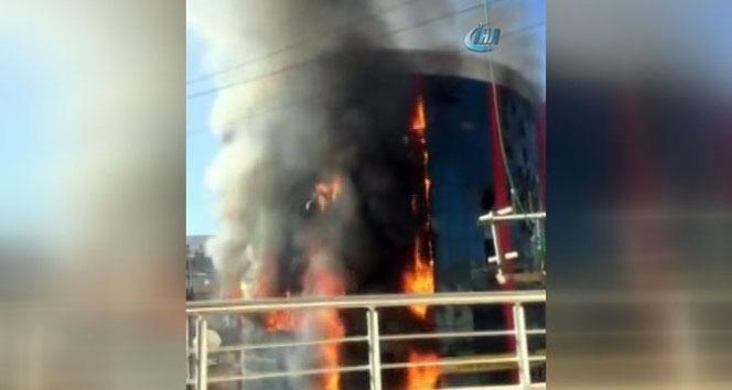 Teröristler yine okul yaktı!