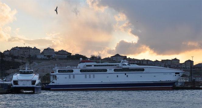Gökçeada'da feribot seferlerine fırtına engeli!..
