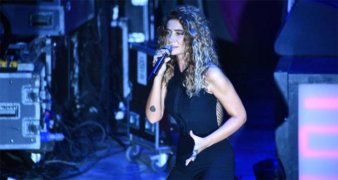 Şarkıcı Sıla'nın içinde bulunduğu cip kaza yaptı: 3 yaralı