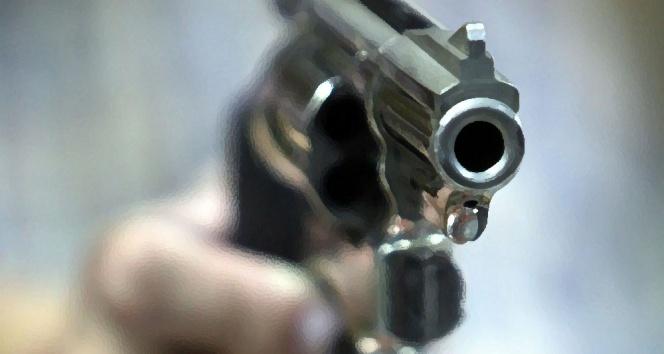 Dedesi, babaannesi ve amcasını silahla yaraladı