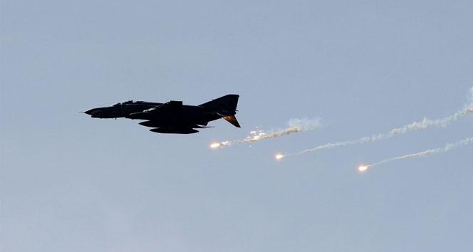 ABD liderliğindeki koalisyon güçleri Musul'u bombaladı: 200'den fazla ölü