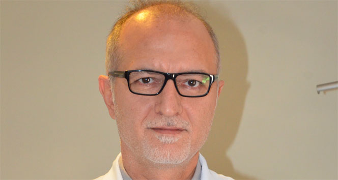 Göz doktoru lazerle gözlüklerinden kurtuldu