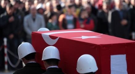 Diyarbakırda saldırıya uğrayan polis şehit oldu