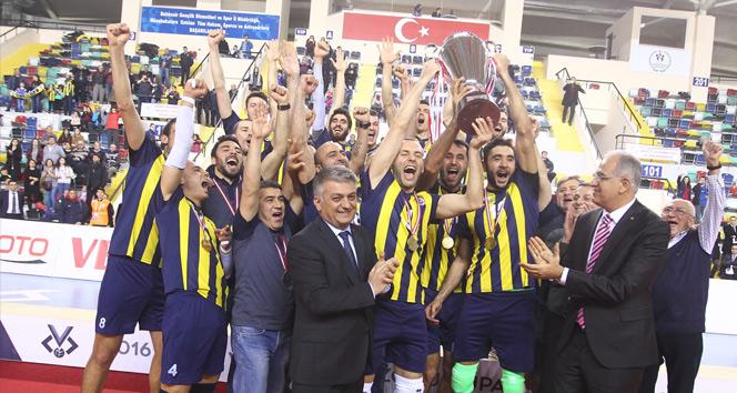 Halkbank'ı mağlup eden Fenerbahçe şampiyon oldu!