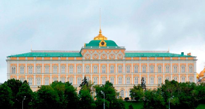 Kremlin'den uçağı mısır tarlasına indiren pilota övgü