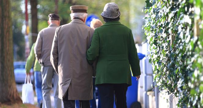 Emekliler asgari ücret talep ediyor