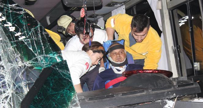Denizli'de zincirleme kaza: 17'si öğrenci 25 yaralı