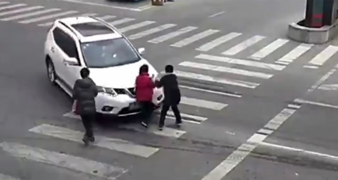 2 yılda 8 kaza yapan kadın sürücü bu kez yayaları ezdi