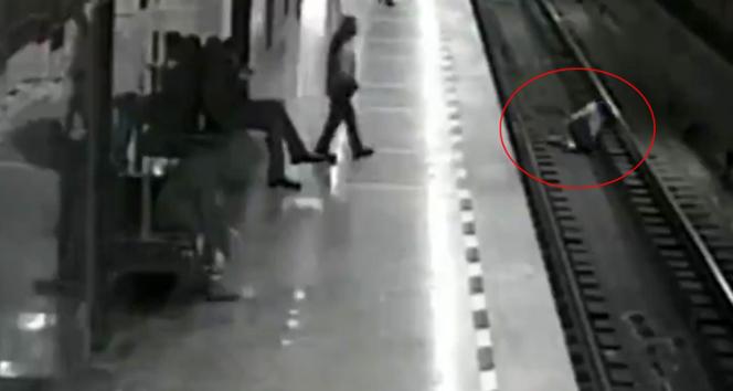 Rusya'da metro istasyonunda yürekleri ağızlara getiren olay