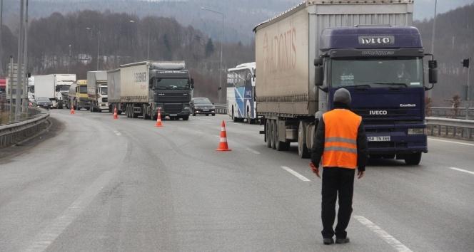 Bolu Dağı Tüneli'nde kaza trafiği durdurdu