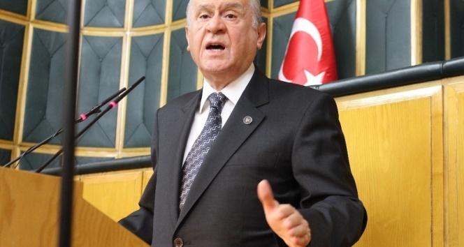 Devlet Bahçeli: Başbakan'ın bozkurt işareti eline yakışmış