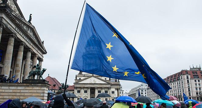 AB Komisyonu, 'Yeni Nesil AB' adıyla 750 milyar Euro'luk kurtarma planı hazırladı