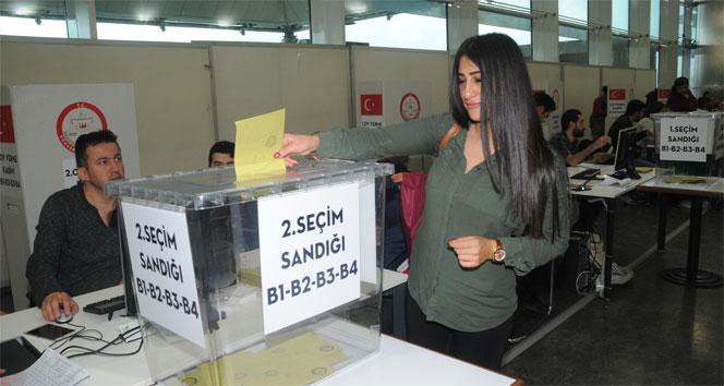 Atatürk Havalimanında referandum oylaması başladı