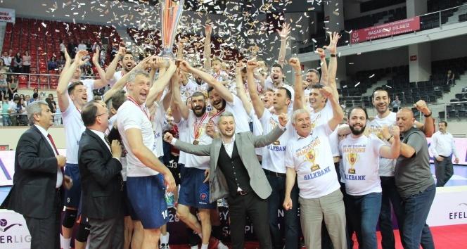 Voleybol Efeler Ligi'nde Şampiyon Halkbank| Maç sonucu: Arkasspor: 2 - Halkbank: 3
