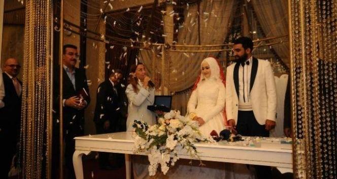 Bakan Tüfenkci Malatya'da nikah şahitliği yaptı