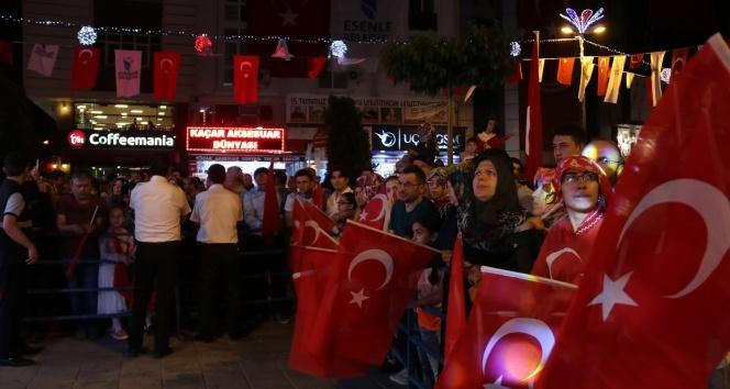 Esenler'de 15 Temmuz şehitleri için 'Dua Gecesi' düzenlendi