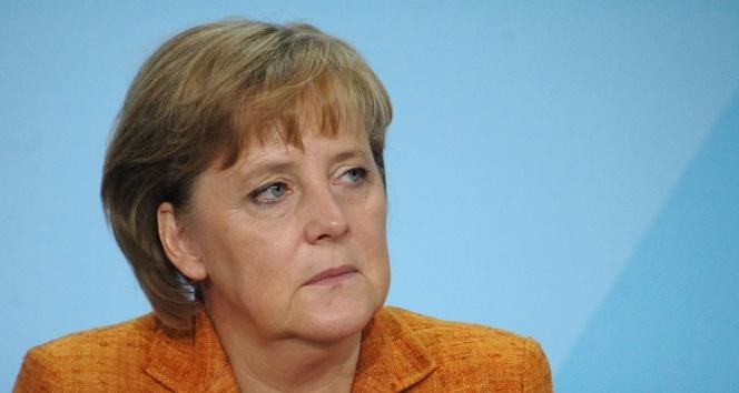 Uluslararası Otomobil Fuarı'nın açılışını Merkel yaptı