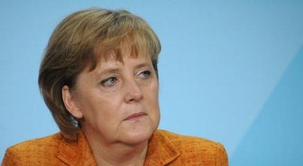 Merkel, Covid-19 aşılarının fikri mülkiyet hakları konusunda Uğur Şahinle görüştü