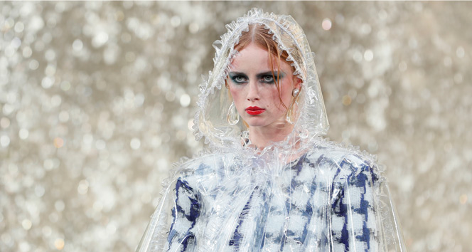 Ünlü moda firmaları Paris'e damgasını vurdu
