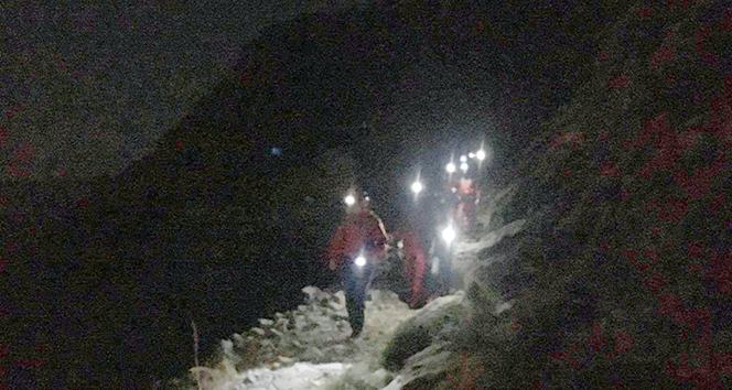 Yürüyüş yaparken kaybolan 5 kişilik aile AKUT tarafından kurtarıldı