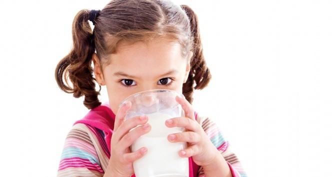 """Yrd. Doç. Dr.  Beyitler :"""" Çocuklar ve gençler günde en az 2 veya 3 bardak süt içmeli"""""""