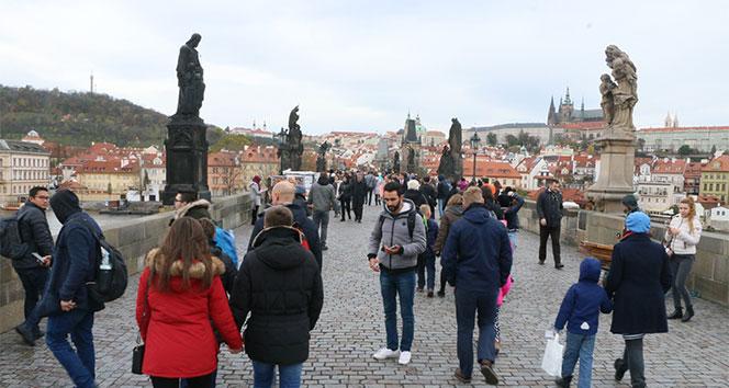 Çek Cumhuriyeti'nin Kral Köprüsü 700 senelik tarih taşıyor