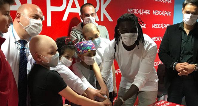 Gomis'ten kanser hastası çocuklara anlamlı destek