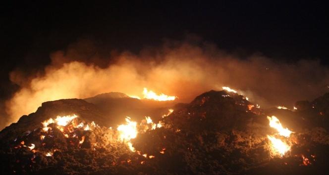 Denizli'de molozların döküldüğü alanda yangın