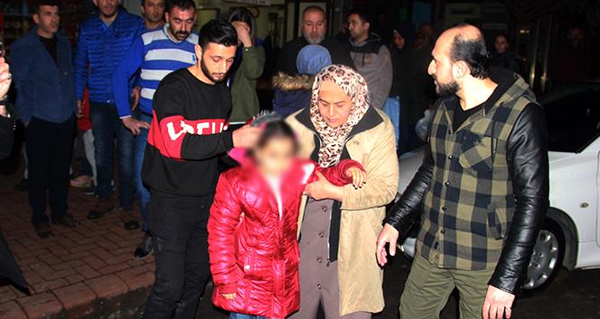 Yaralı kızını eve götürmeye çalışan anneye polis ve vatandaşlar engel oldu