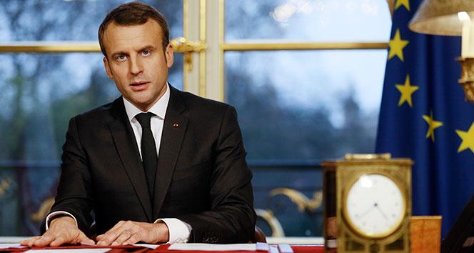 Fransa'da liseliler Cumhurbaşkanı Macron'un istifasını istedi