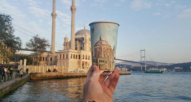 Kahve bardaklarına İstanbul'u çizdi