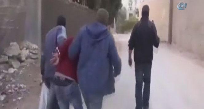 İsrail güçleri 4 Filistinliyi yaka paça gözaltına aldı