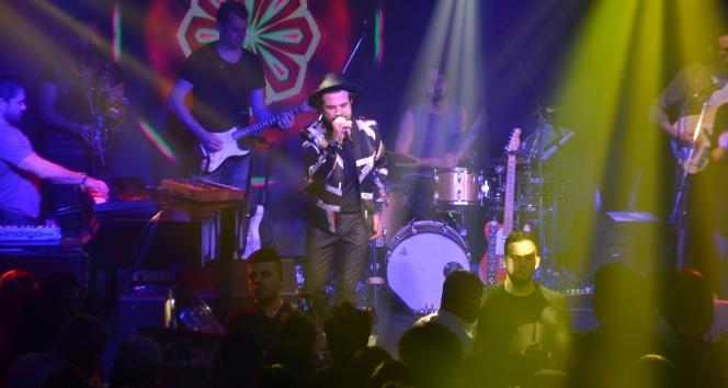 Kenan Doğulu Uludağ'da gençlere unutulmaz bir konser verdi