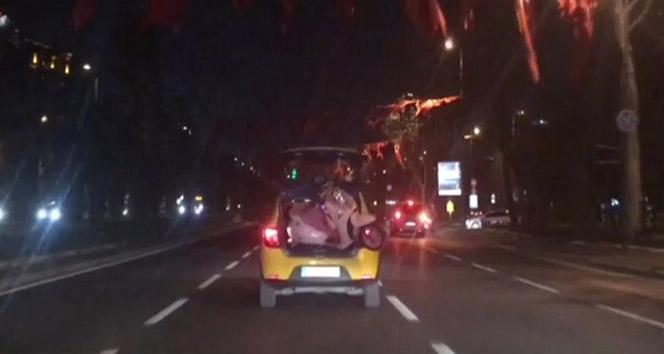 Motosikletini taksiyle taşıdı