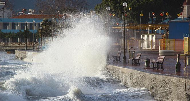 Kuzey Ege'de lodos fırtınası etkili oluyor
