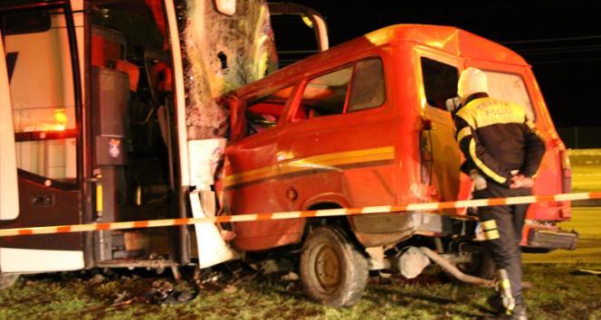 Amasya'da yolcu otobüsüyle minibüs çarpıştı: 1 ölü