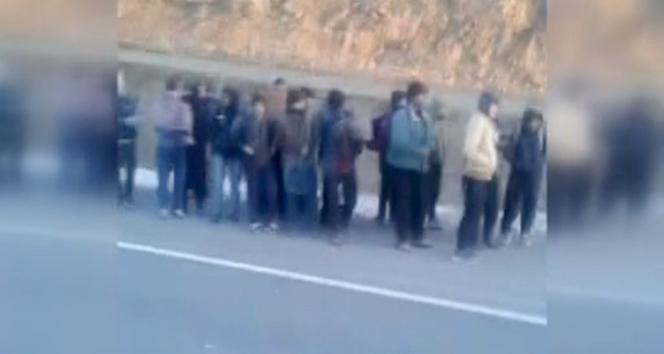 Kars'ta bir kamyon dolusu kaçak göçmen yakalandı