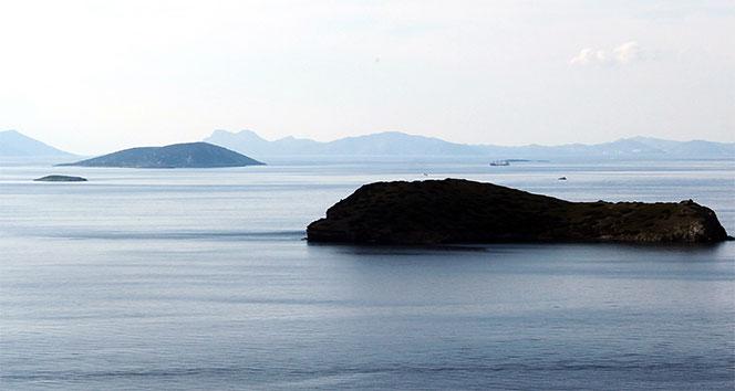 Türkiye, Kardak'ın gözetleneceği adaya ilk kazmayı vurdu