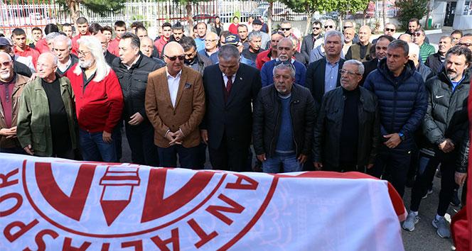 Antalyaspor'dan hayatını kaybeden eski futbolcusuna tören
