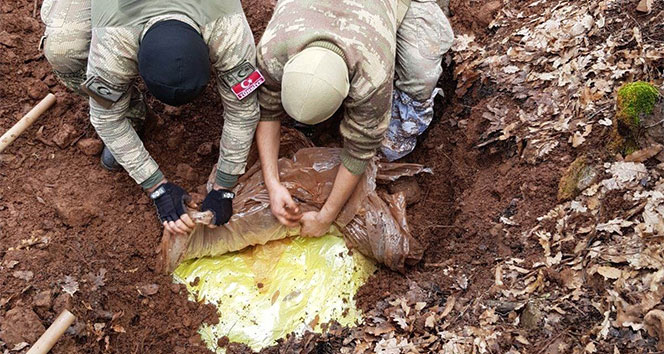 Tunceli'de 4 sığınak imha edildi, 470 kilo amonyum nitrat ele geçirildi