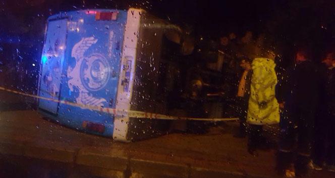 Antalya'da askerleri taşıyan otobüs devrildi: 23 yaralı