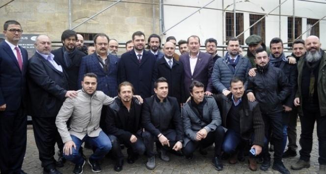 Ünlü sanatçılar ve sporcular harekata destek için Kilis'e geldi