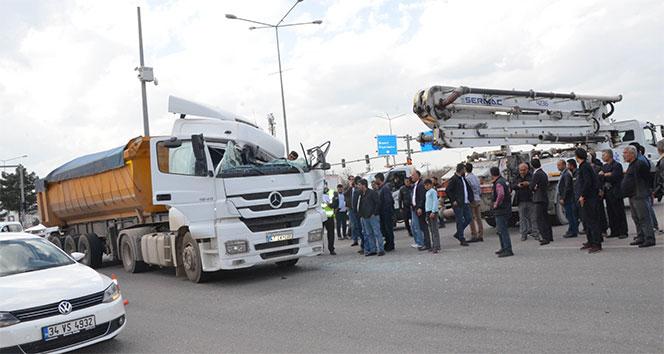 Batman'da beton aracına çarpan tır sürücüsü ağır yaralandı
