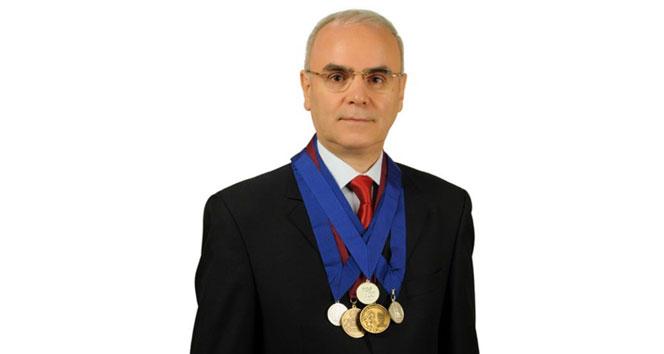 Doç. Dr. Ahmet Yıldızhan, vidalı ve vidasız dar kanal ameliyatlarını kıyasladı