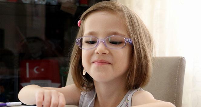 Minik Elif, 4,5 yıla 21 ameliyat sığdırdı