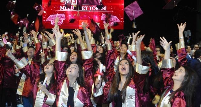 Mektebim'in mezunları İstanbul'da kep attı