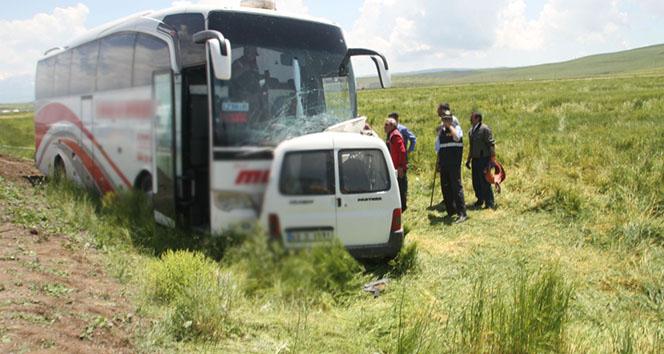 Muş'ta feci kaza! 1 ölü, 11 yaralı
