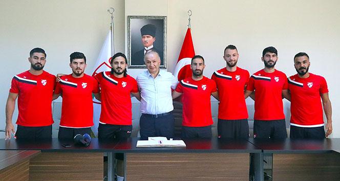 Boluspor, yeni transferlerini imza töreninde tanıttı